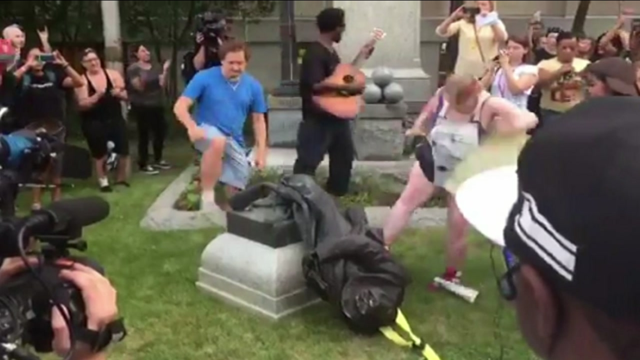 Protesters tear down Confederate statue