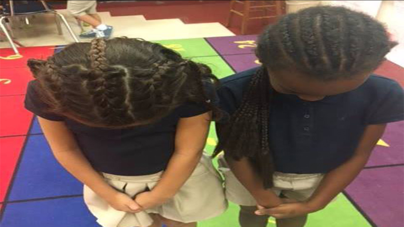 "Young girl asks her mom to braid her hair so she can be ""twins"" with her best friend"