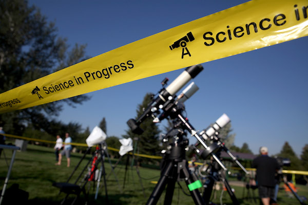 "<div class=""meta image-caption""><div class=""origin-logo origin-image kabc""><span>kabc</span></div><span class=""caption-text"">People set up cameras and telescopes as they prepare to watch the total eclipse at South Mike Sedar Park on August 21, 2017 in Casper, Wyoming. (Justin Sullivan/Getty)</span></div>"