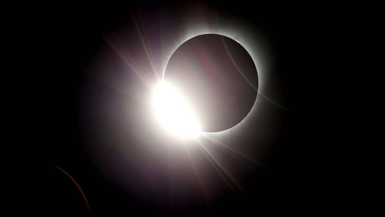 "<div class=""meta image-caption""><div class=""origin-logo origin-image kfsn""><span>kfsn</span></div><span class=""caption-text"">The moon almost totally eclipses the sun during a near total solar eclipse as seen from Salem, Ore., Monday, Aug. 21, 2017. (AP Photo/Don Ryan)</span></div>"