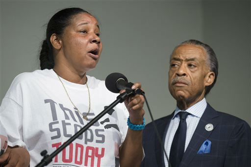 "<div class=""meta image-caption""><div class=""origin-logo origin-image ""><span></span></div><span class=""caption-text"">Esaw Garner, wife of Eric Garner, left, speaks alongside the Rev. Al Sharpton during a rally at the National Action Network headquarters. (AP Photo/ John Minchillo)</span></div>"