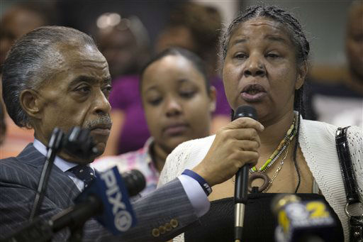 "<div class=""meta image-caption""><div class=""origin-logo origin-image ""><span></span></div><span class=""caption-text"">Esaw Garner, wife of Eric Garner, speaks alongside Rev. Al Sharpton during a service at the Mount Sinai Center for Community Enrichment. (AP Photo/ John Minchillo)</span></div>"