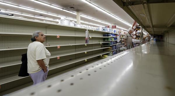 "<div class=""meta image-caption""><div class=""origin-logo origin-image none""><span>none</span></div><span class=""caption-text"">Texas prepare as Hurricane Harvey rolls in (Credit: AP Photo/David J. Phillip)</span></div>"