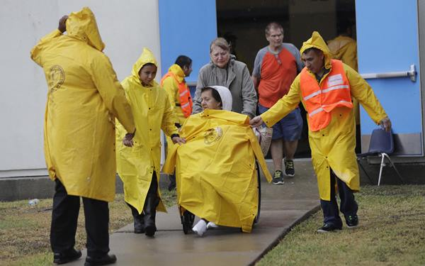 "<div class=""meta image-caption""><div class=""origin-logo origin-image none""><span>none</span></div><span class=""caption-text"">Texas prepare as Hurricane Harvey rolls in (Credit: AP Photo/Eric Gay)</span></div>"