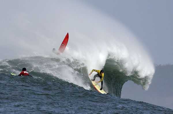 "<div class=""meta image-caption""><div class=""origin-logo origin-image ""><span></span></div><span class=""caption-text"">Ryan Seelbach rides a wave during the second heat of the first round of the Mavericks Invitational big wave surf contest Friday, Jan. 24, 2014, in Half Moon Bay, Calif. (AP Photo/Eric Risberg) (AP Photo/Eric Risberg)</span></div>"