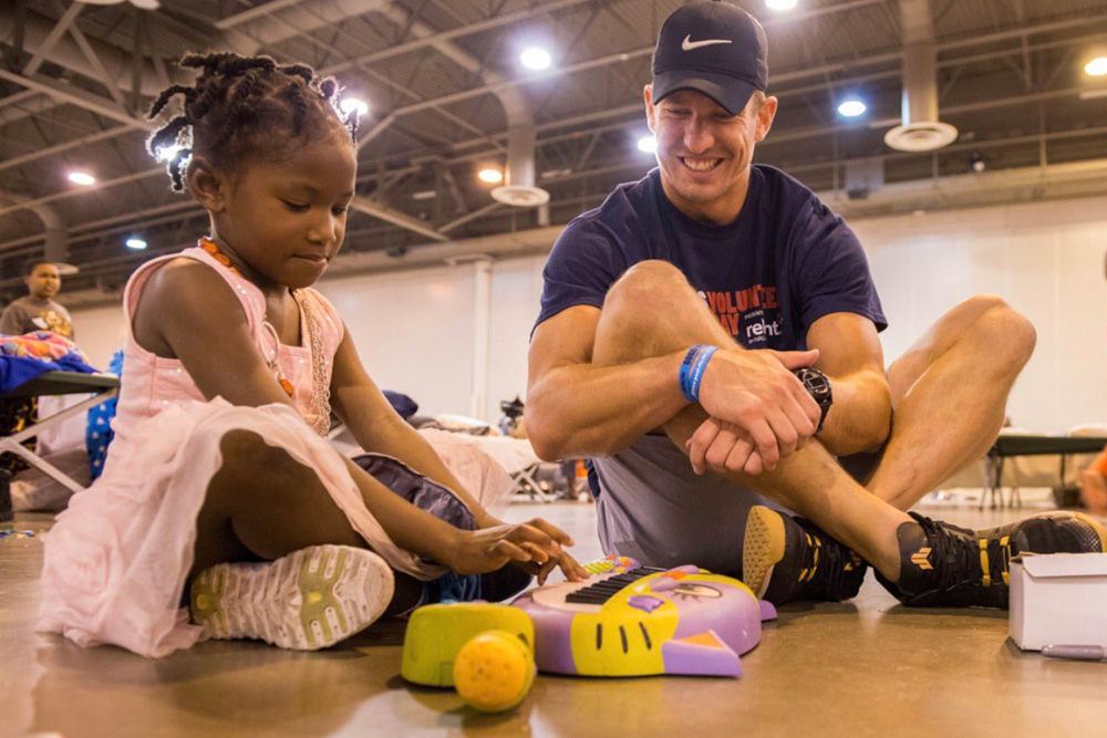 "<div class=""meta image-caption""><div class=""origin-logo origin-image none""><span>none</span></div><span class=""caption-text"">Linebacker Brian Peters at a Hurricane Harvey shelter at NRG Center. (HoustonTexans/Twitter)</span></div>"