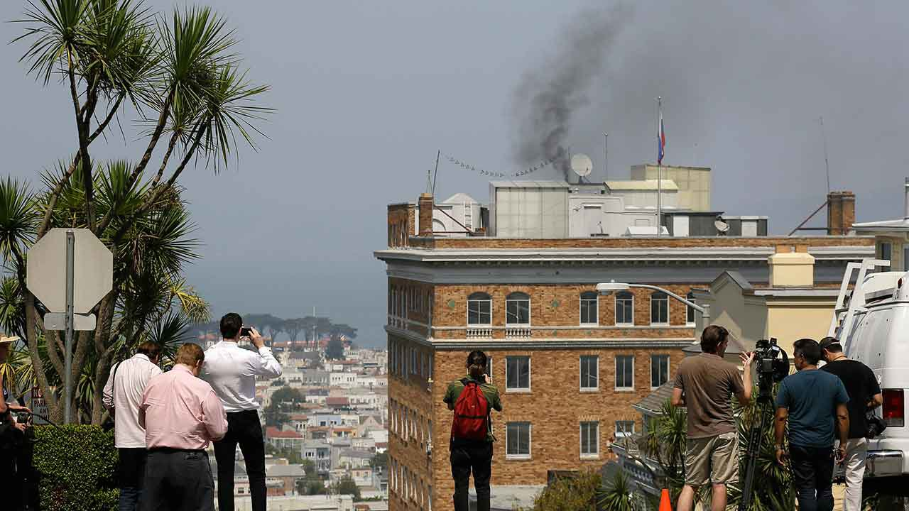Smoke spotted coming from Russian consulate ahead of facility closure