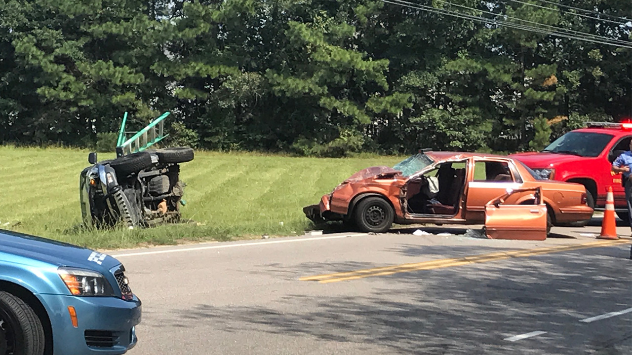 Multi-vehicle crash closes intersection in east Raleigh