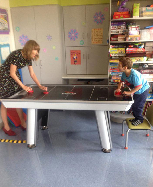 """<div class=""""meta image-caption""""><div class=""""origin-logo origin-image """"><span></span></div><span class=""""caption-text"""">The country singer tries to hold her own against Jordan in air hockey. (Jordan's Brave Page / Facebook)</span></div>"""