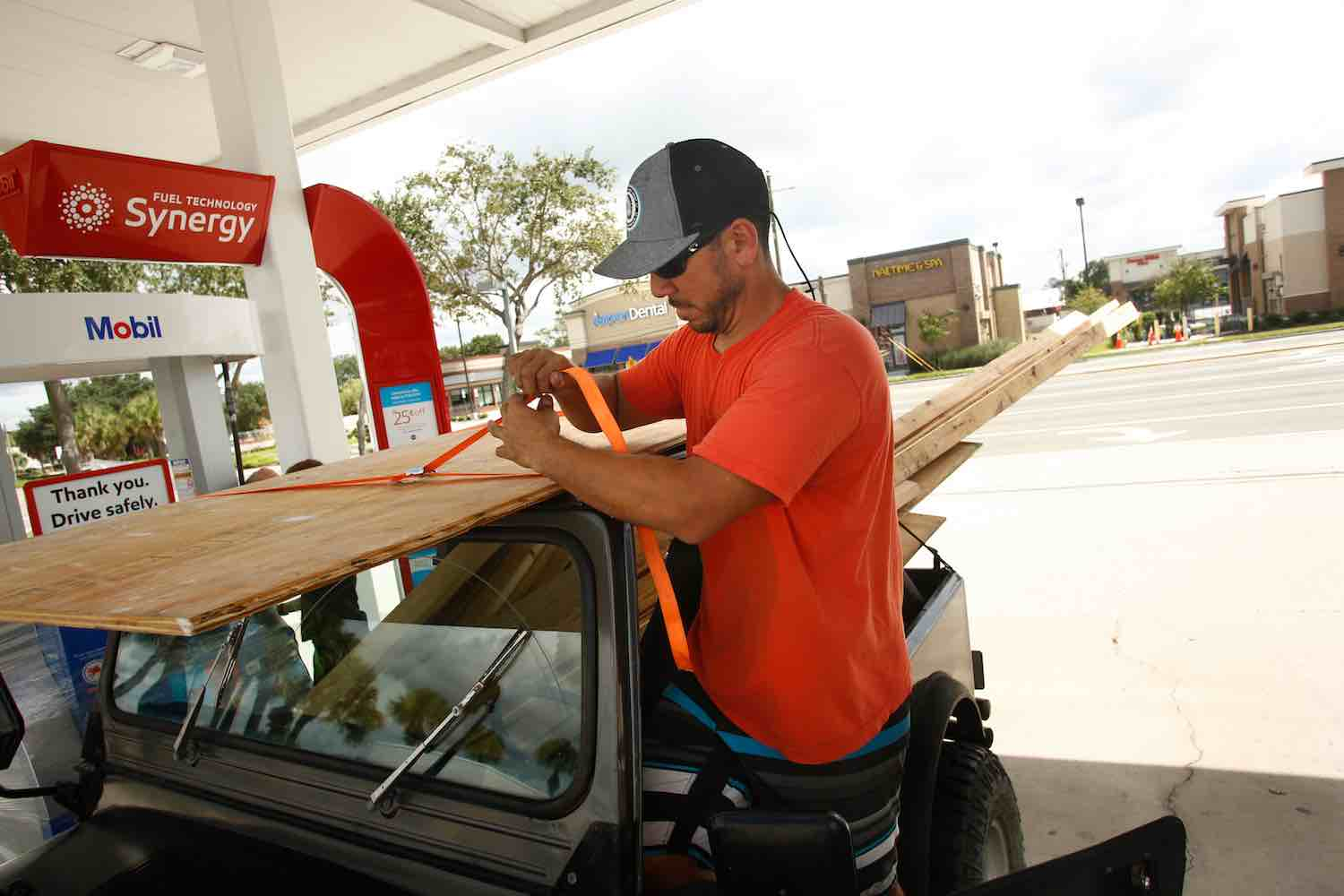 "<div class=""meta image-caption""><div class=""origin-logo origin-image kgo""><span>kgo</span></div><span class=""caption-text"">Danny Calvo secures lumber he intends to use to board up his home before evacuating as residents and visitors in Florida prepare for, and evacuate ahead of, Hurricane Irma. (Brian Blanco/Getty)</span></div>"