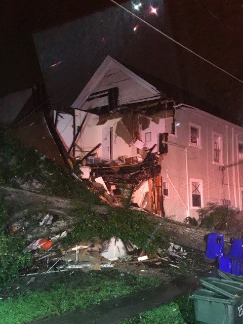 "<div class=""meta image-caption""><div class=""origin-logo origin-image none""><span>none</span></div><span class=""caption-text"">No injuries were reported when a massive tree fell on a home in Lakeland, Fla. Eight people were displaced.</span></div>"
