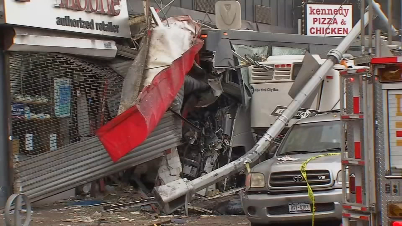 Photos Deadly Bus Crash In Queens Abc7ny Com