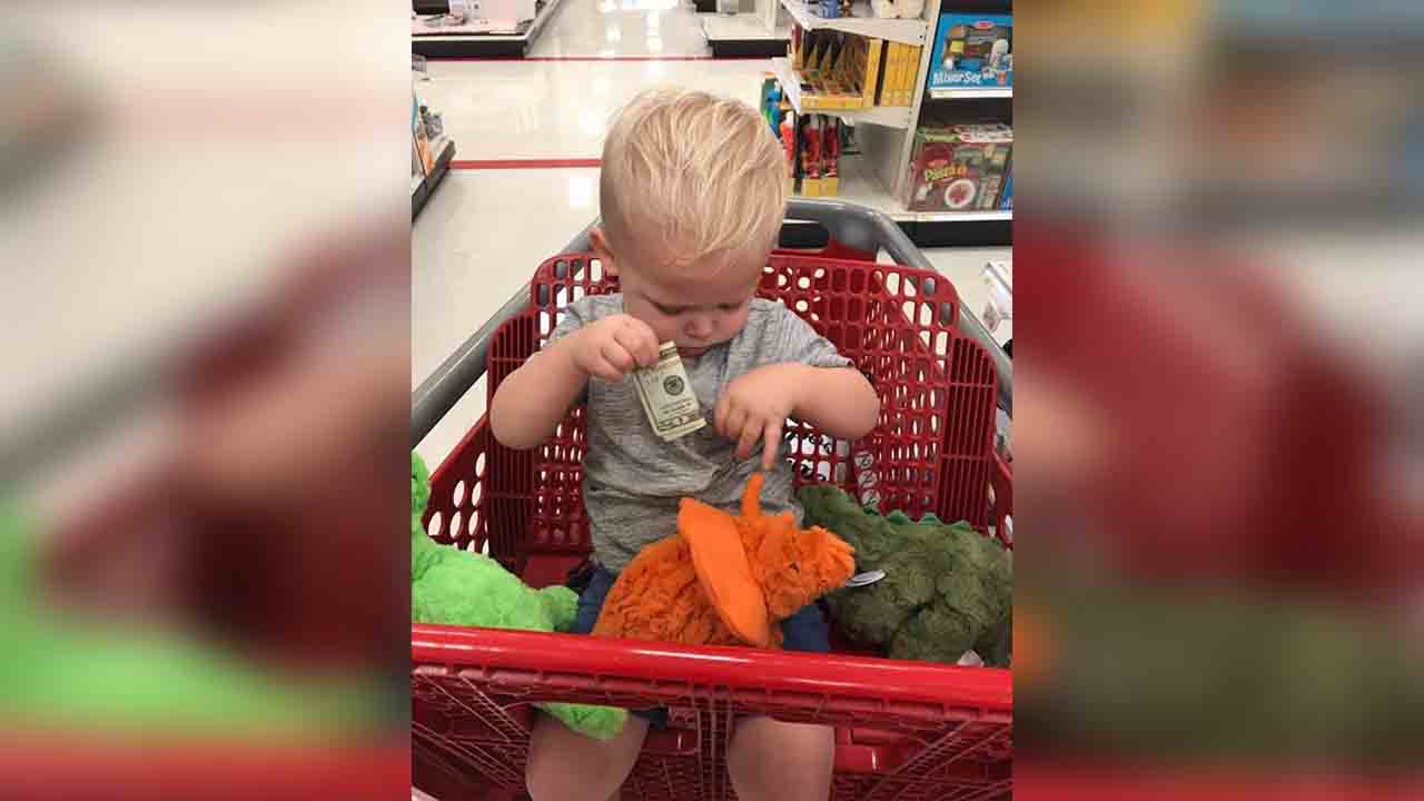 A stranger gave 18-month-old Owen $20 to buy toys after losing his 2-year-old grandson