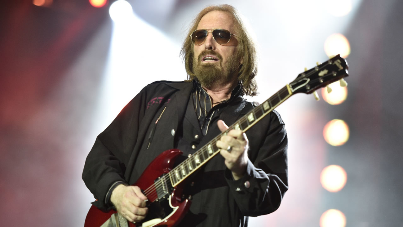Tom Petty and the Heartbreakers perform on the 40th Anniversary Tour at Wrigley Field on Thursday, June 29, 2017, in Chicago.