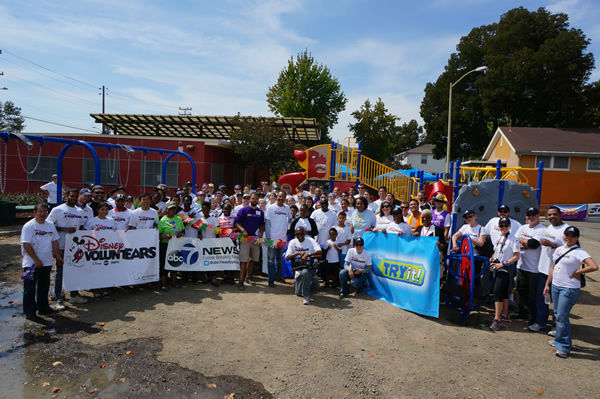 "<div class=""meta image-caption""><div class=""origin-logo origin-image ""><span></span></div><span class=""caption-text"">Wow! Look at what a community can accomplish in ONE day. ABC7 is proud to be part of Concordia Park! We believe #playmatters #whereyoulive</span></div>"