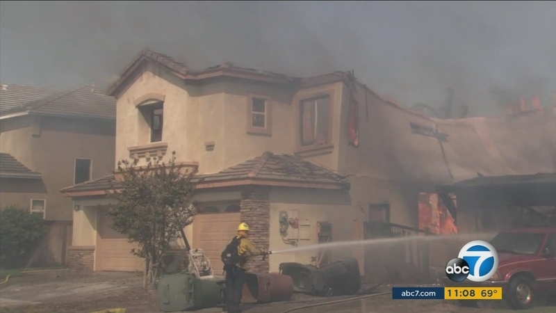Video Wall From 2 Story Anaheim Hills Home Collapses In Canyon Fire 2 Abc7 Los Angeles