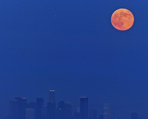 """<div class=""""meta image-caption""""><div class=""""origin-logo origin-image """"><span></span></div><span class=""""caption-text"""">ABC7 viewer Bruce Leiserowitz shared this picture of the 'supermoon' over downtown Los Angeles on Sunday, Aug. 10, 2014. (Bruce Leiserowitz)</span></div>"""