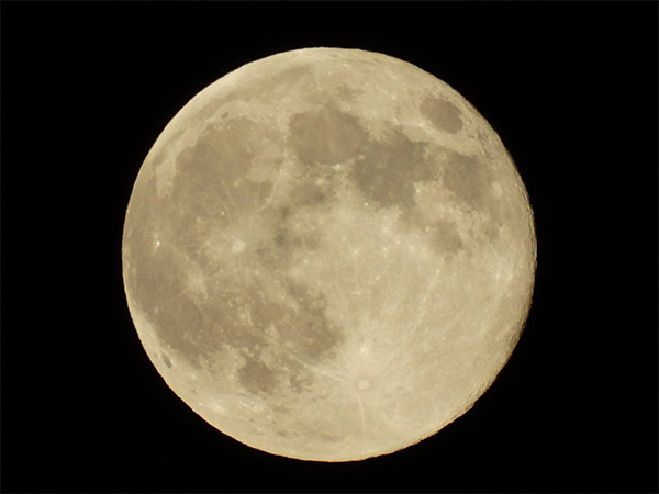 """<div class=""""meta image-caption""""><div class=""""origin-logo origin-image """"><span></span></div><span class=""""caption-text"""">ABC7 viewer Debbie Harris Charles shared this picture on the ABC7 Facebook page of the 'supermoon' over La Habra, Calif., on Sunday, Aug. 10, 2014. (Debbie Harris Charles)</span></div>"""