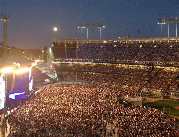 "<div class=""meta image-caption""><div class=""origin-logo origin-image ""><span></span></div><span class=""caption-text"">ABC7 online news producer Hanna Chu took this photo of the 'supermoon' over Dodger Stadium during the Paul McCartney concert on Sunday, Aug. 10, 2014. (Hanna Chu)</span></div>"