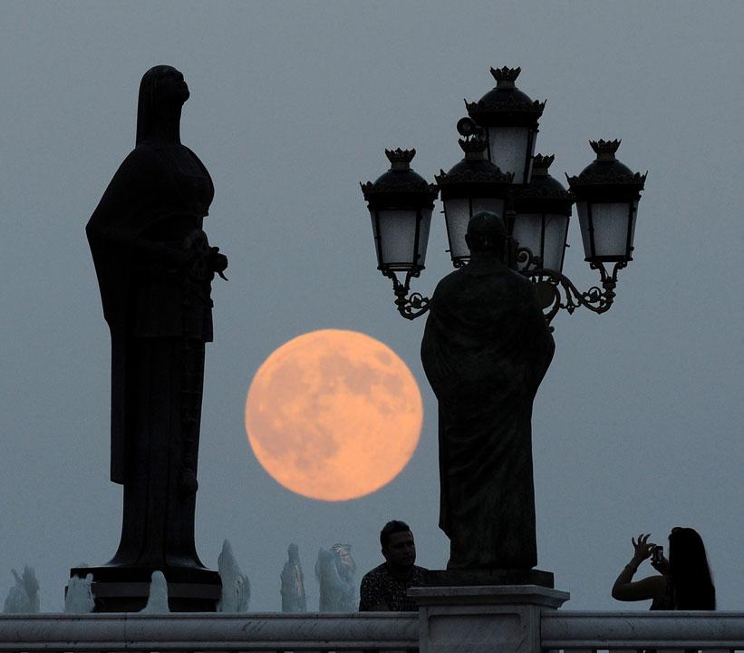"<div class=""meta image-caption""><div class=""origin-logo origin-image ""><span></span></div><span class=""caption-text"">People take photos as a perigee moon also known as a supermoon rises above in Skopje, Macedonia, Sunday, Aug. 10, 2014. (AP Photo/Boris Grdanoski)</span></div>"