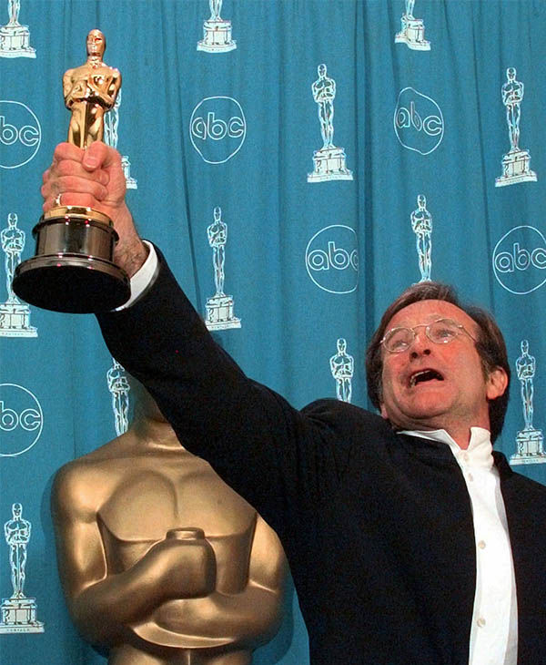 "<div class=""meta image-caption""><div class=""origin-logo origin-image ""><span></span></div><span class=""caption-text"">Williams after winning the Best Supporting Actor Oscar for ""Good Will Hunting"" in 1998. (Photo/AP)</span></div>"