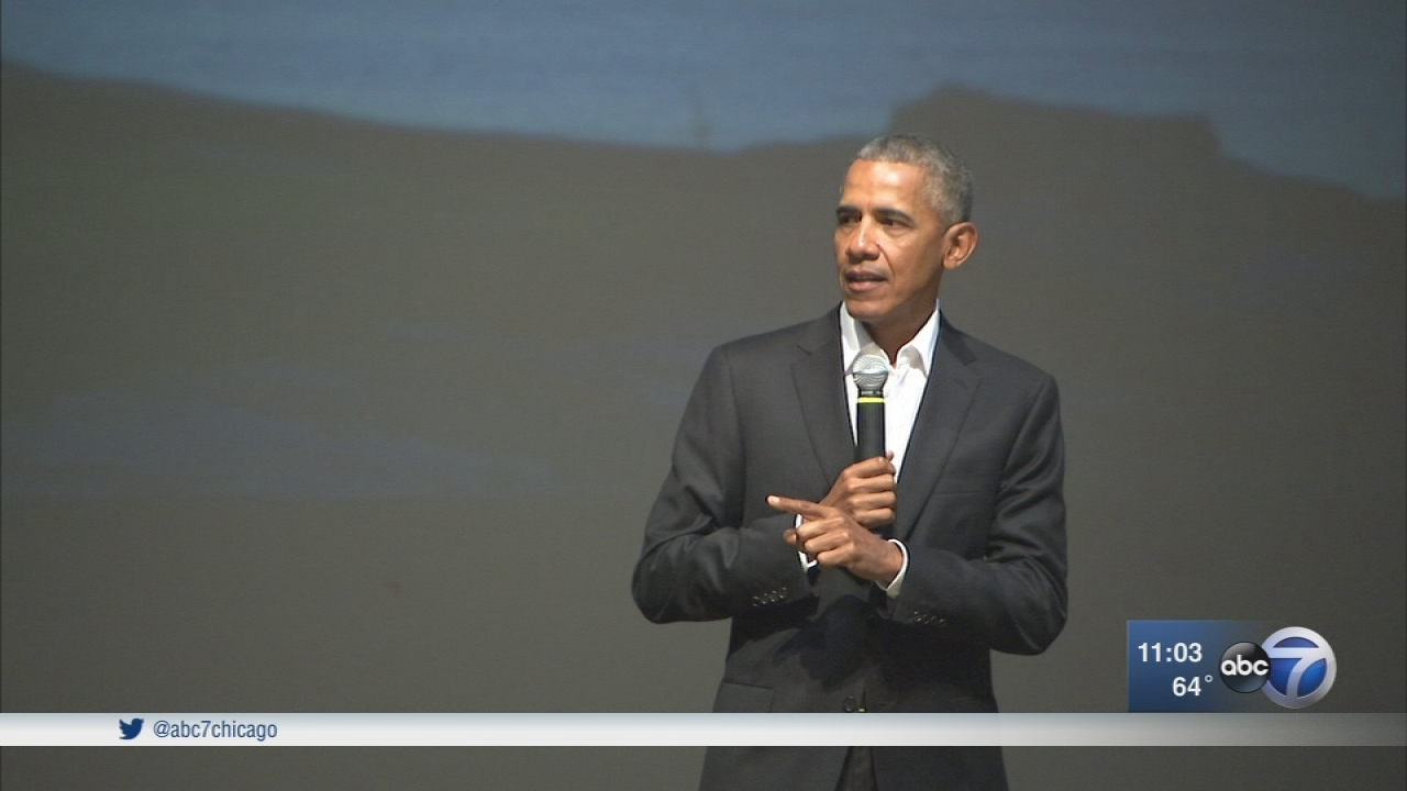 Barack Obama makes surprise visit to Chicago for youth event ...