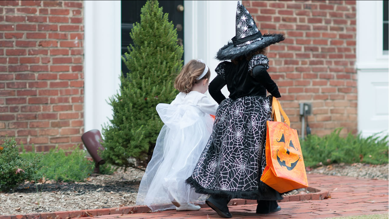 Trick-or-treating (Shutterstock)