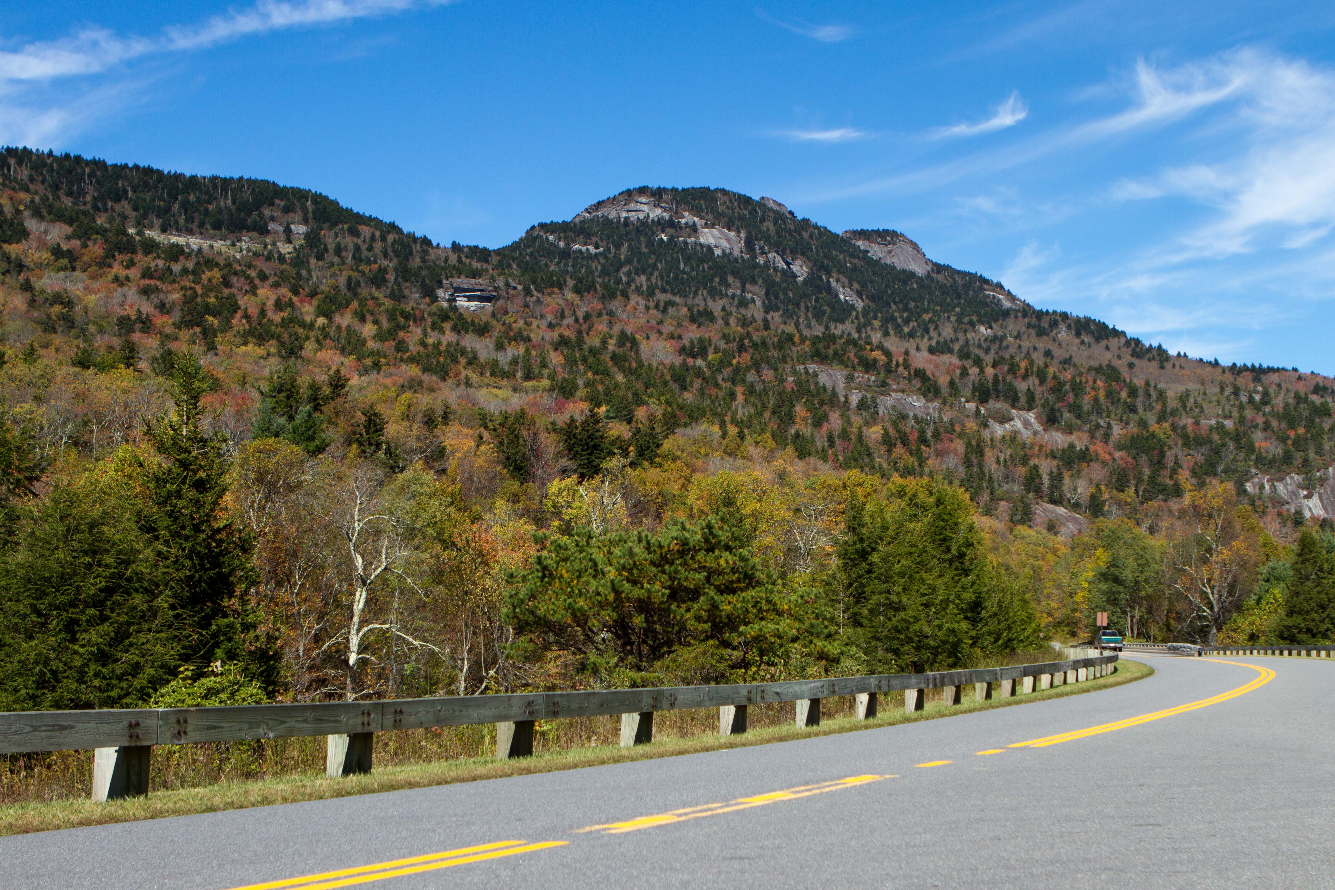 <div class='meta'><div class='origin-logo' data-origin='none'></div><span class='caption-text' data-credit=''>Grandfather Mountain and Blue Ridge Parkway fall leaves on display (WTVD photo/Jim Schumacher)</span></div>