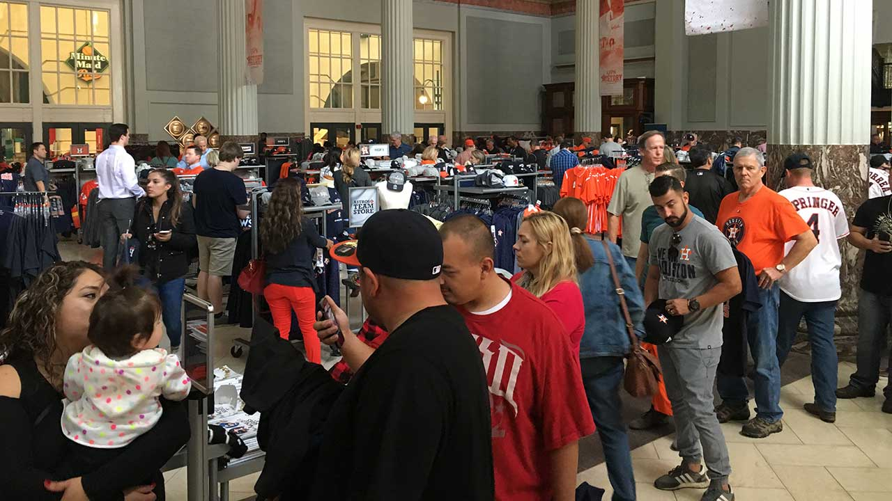 c64b4db09806f Astros team store turns into madhouse as fans try to buy the shirt ...