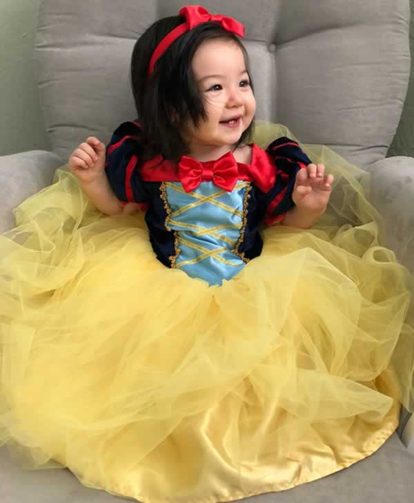 <div class='meta'><div class='origin-logo' data-origin='none'></div><span class='caption-text' data-credit='Photo by KimmieSakamoto/Twitter'>ABC7 News viewers are celebrating Halloween with some spooky costumes. We want to see your costumes, share photos using #abc7now.</span></div>