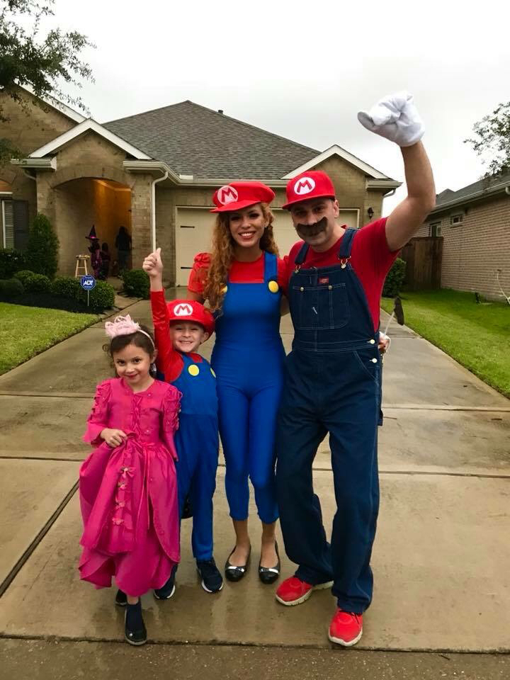 "<div class=""meta image-caption""><div class=""origin-logo origin-image none""><span>none</span></div><span class=""caption-text"">Reporter Foti Kallergis and family look like they're ready to save the day in their ""Super Mario Bros."" costumes.</span></div>"
