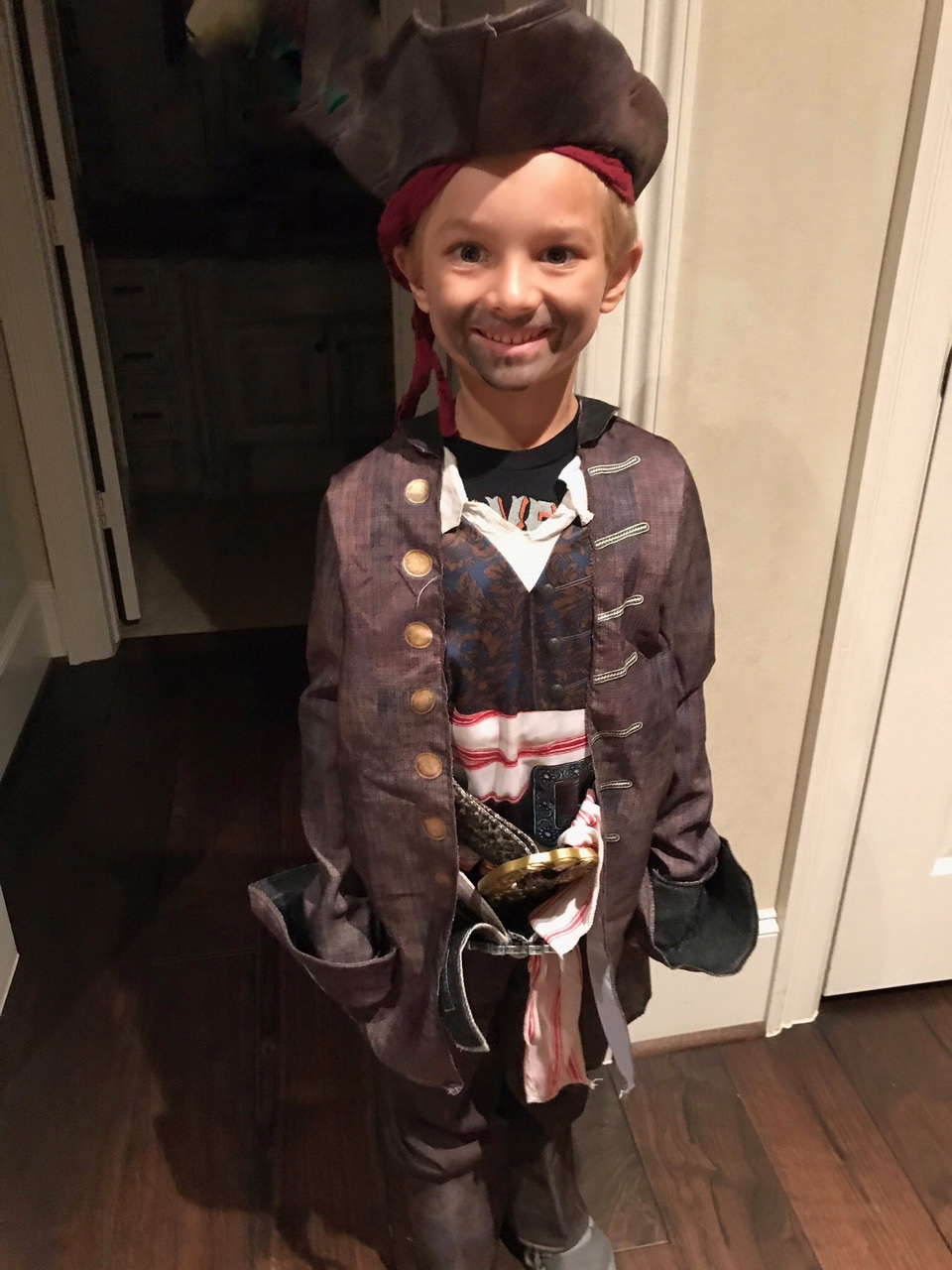 "<div class=""meta image-caption""><div class=""origin-logo origin-image none""><span>none</span></div><span class=""caption-text"">Anchor Ilona Carson's son Pierce shows off his Captain Jack Sparrow costume. Look at that beard!</span></div>"