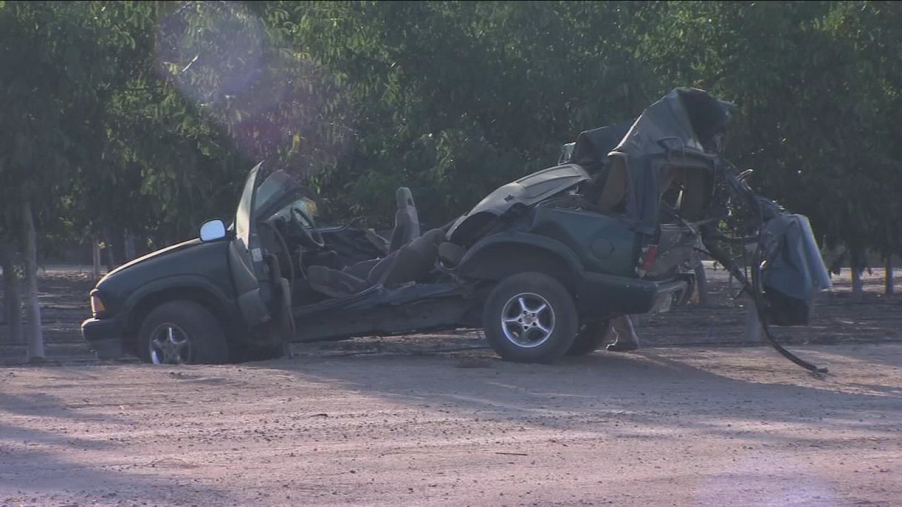 1 person killed after SUV crashes into the back of a semi-truck near Dinuba