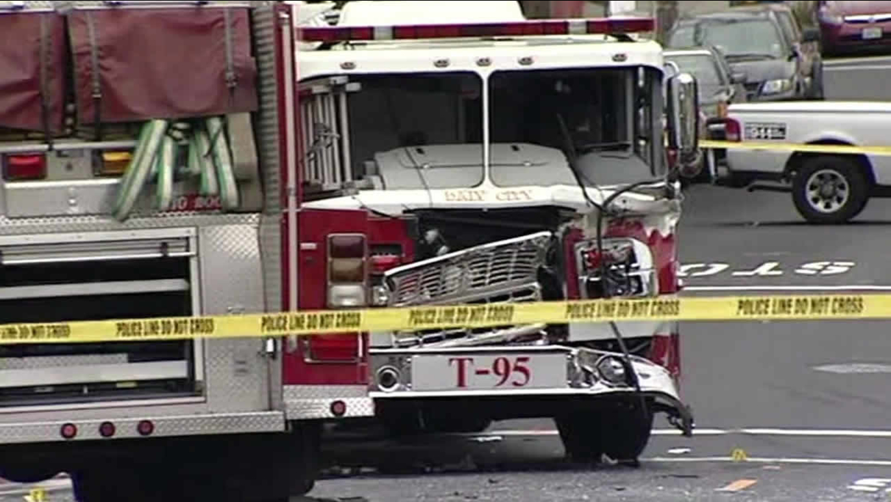 2 daly city firefighters injured in engine fire truck collision abc7 san francisco 2 daly city firefighters injured in