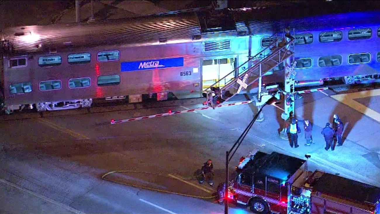Metra train hits pedestrian near Midlothian stop