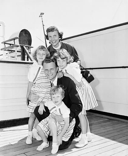 "<div class=""meta image-caption""><div class=""origin-logo origin-image ap""><span>AP</span></div><span class=""caption-text"">Billy Graham poses with his wife, Ruth, and their three daughters - Ruth, 3, Anne, 6, and Virginia, 8 - on the liner Queen Mary following arrival in NYC on July 7, 1954.</span></div>"