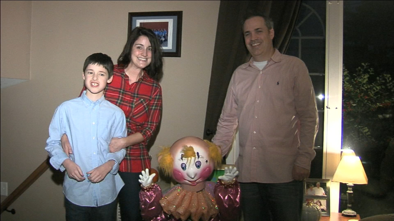 King of Prussia Mall gifts boy his favorite part of their Christmas ...
