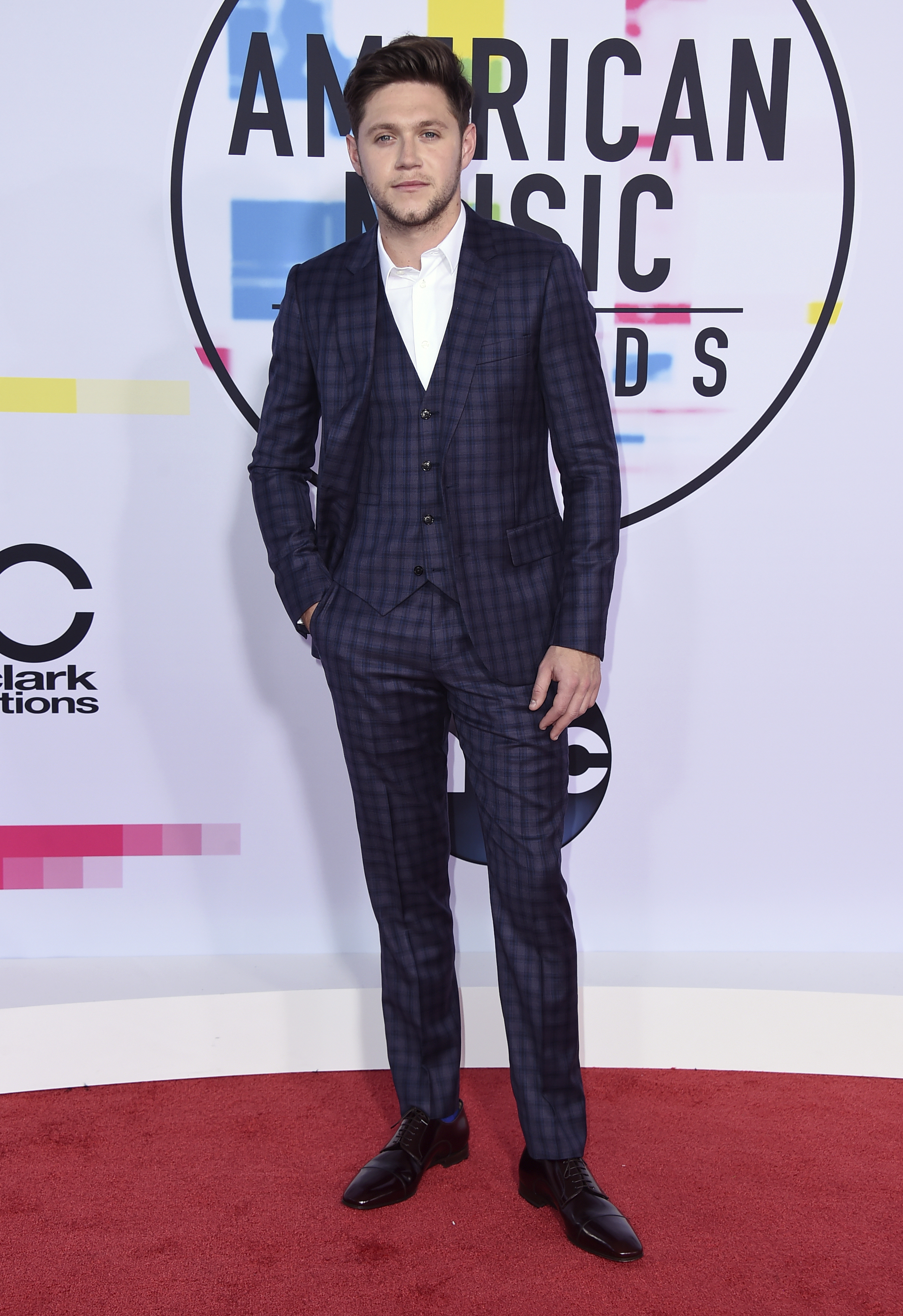 <div class='meta'><div class='origin-logo' data-origin='none'></div><span class='caption-text' data-credit='Jordan Strauss/Invision/AP'>Niall Horan arrives at the American Music Awards at the Microsoft Theater on Sunday, Nov. 19, 2017, in Los Angeles.</span></div>