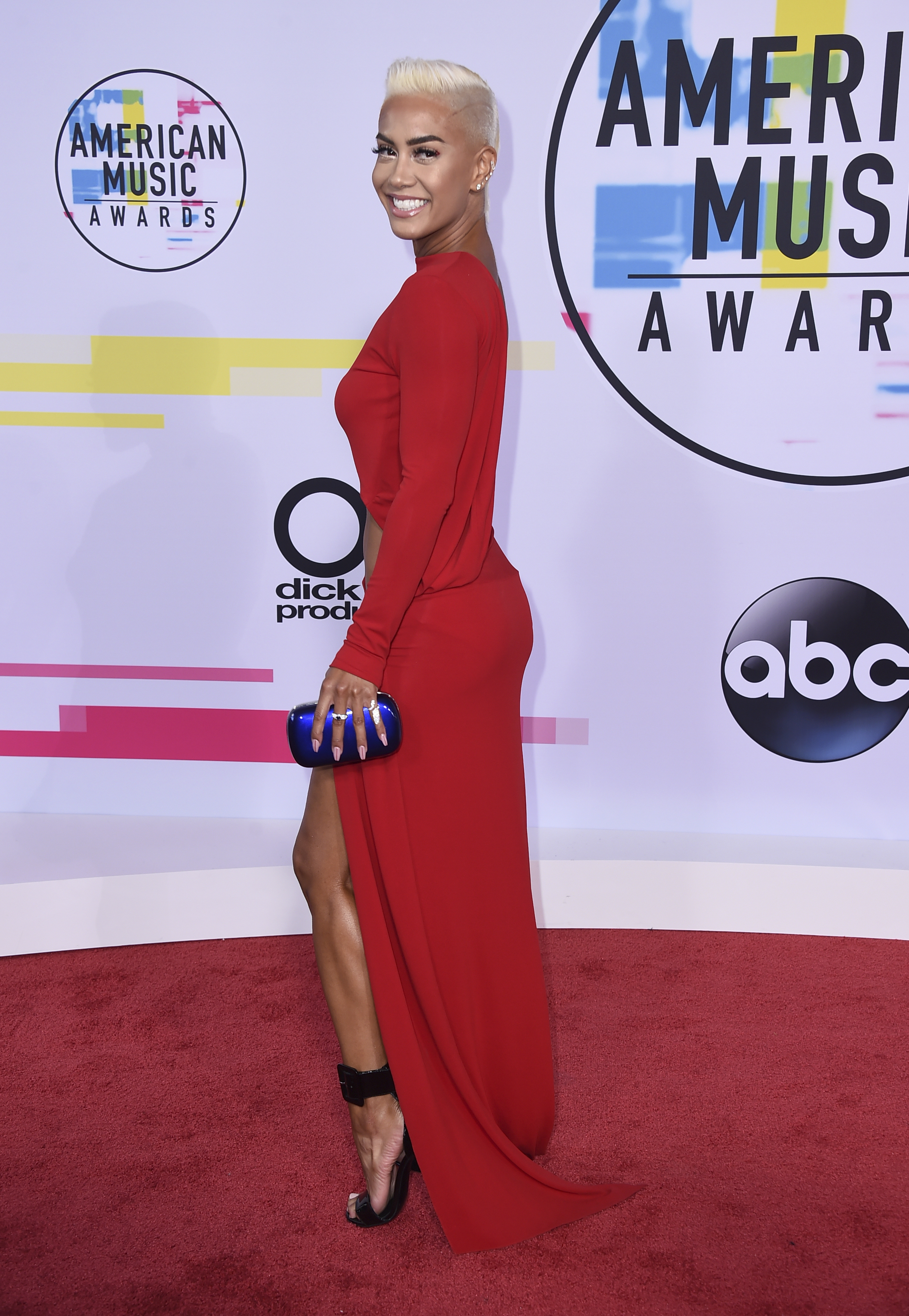 <div class='meta'><div class='origin-logo' data-origin='none'></div><span class='caption-text' data-credit='Jordan Strauss/Invision/AP'>Sibley Scoles arrives at the American Music Awards at the Microsoft Theater on Sunday, Nov. 19, 2017, in Los Angeles. (Photo by Jordan Strauss/Invision/AP)</span></div>