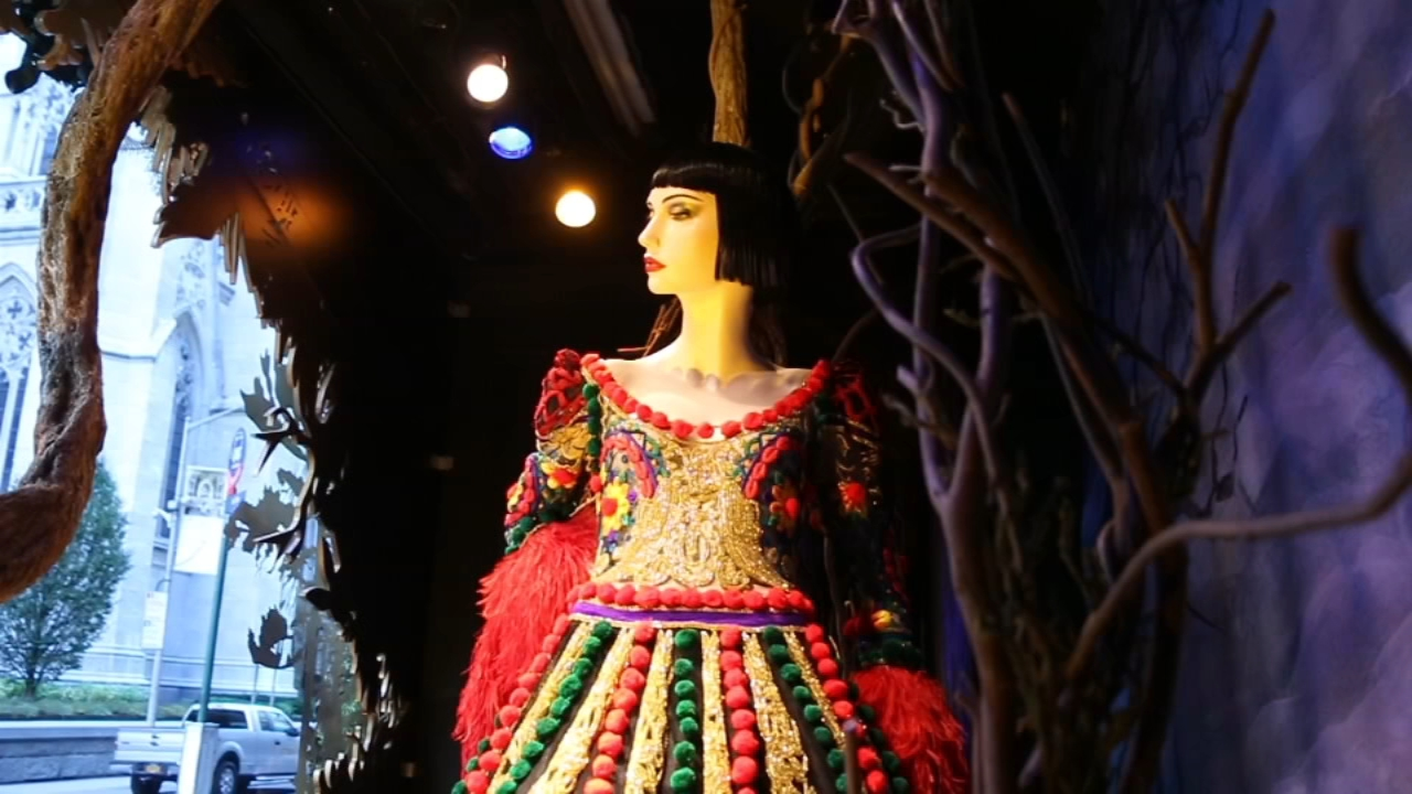 Saks Fifth Avenue celebrates \'Snow White and the Seven Dwarfs\' in ...