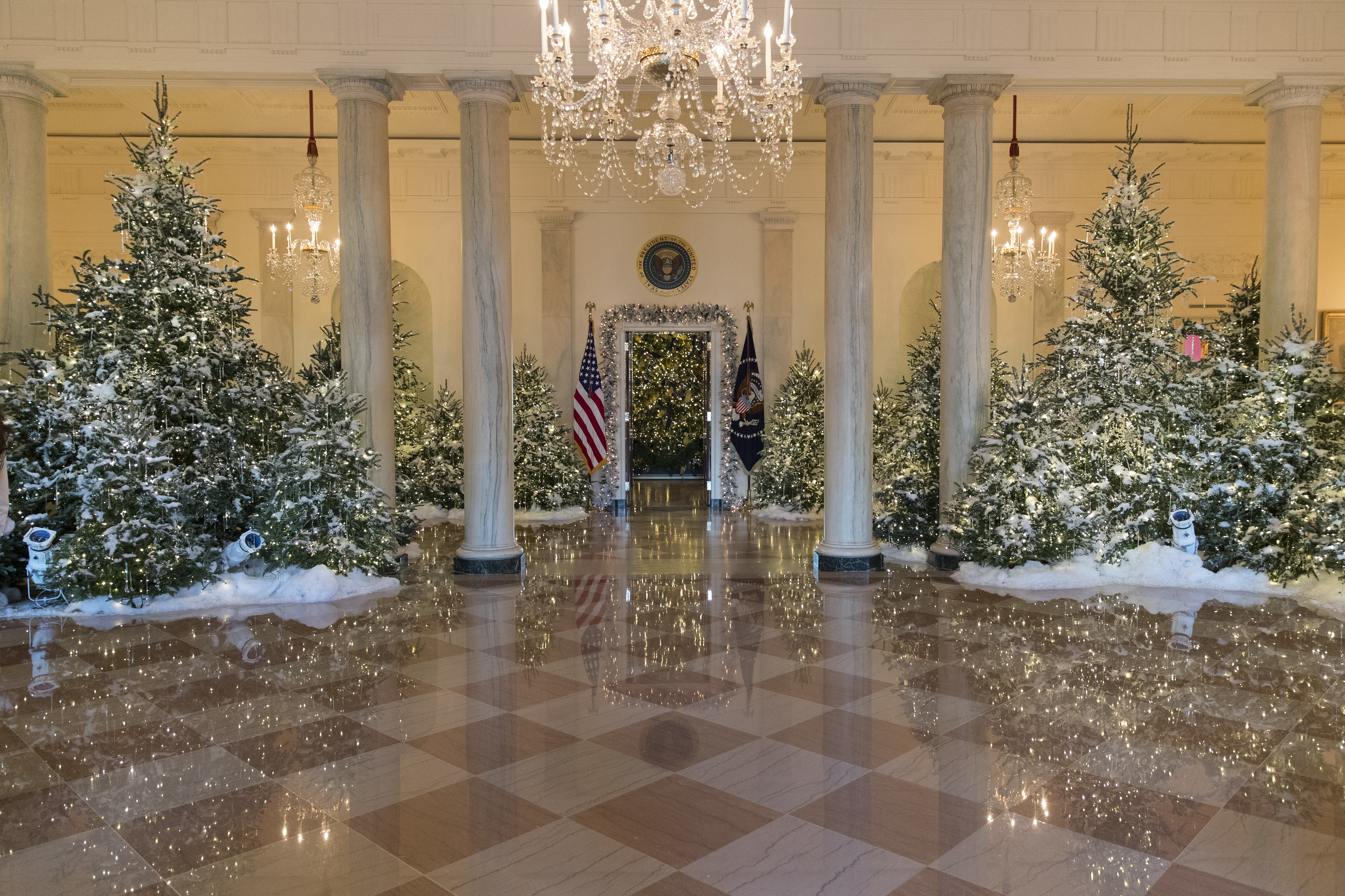 - The White House Christmas Decorations 2017