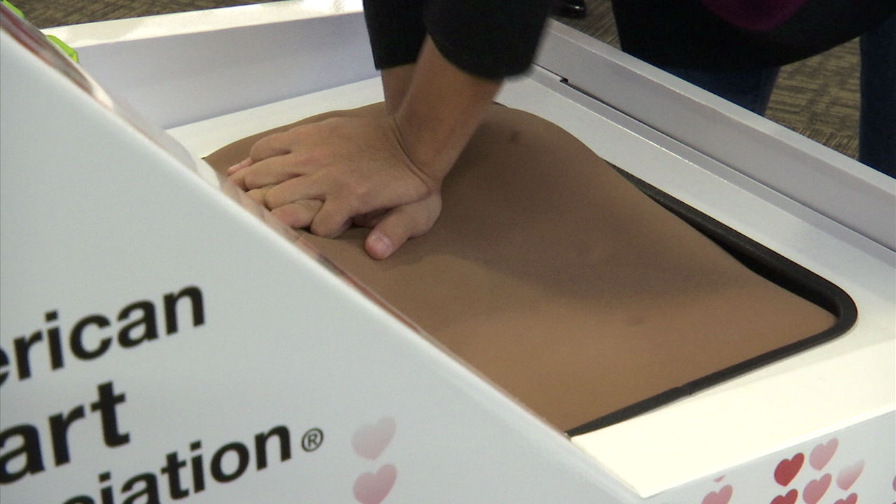 Hands Only Cpr Kiosk At Oc Airport Could Help Save Lives Abc7
