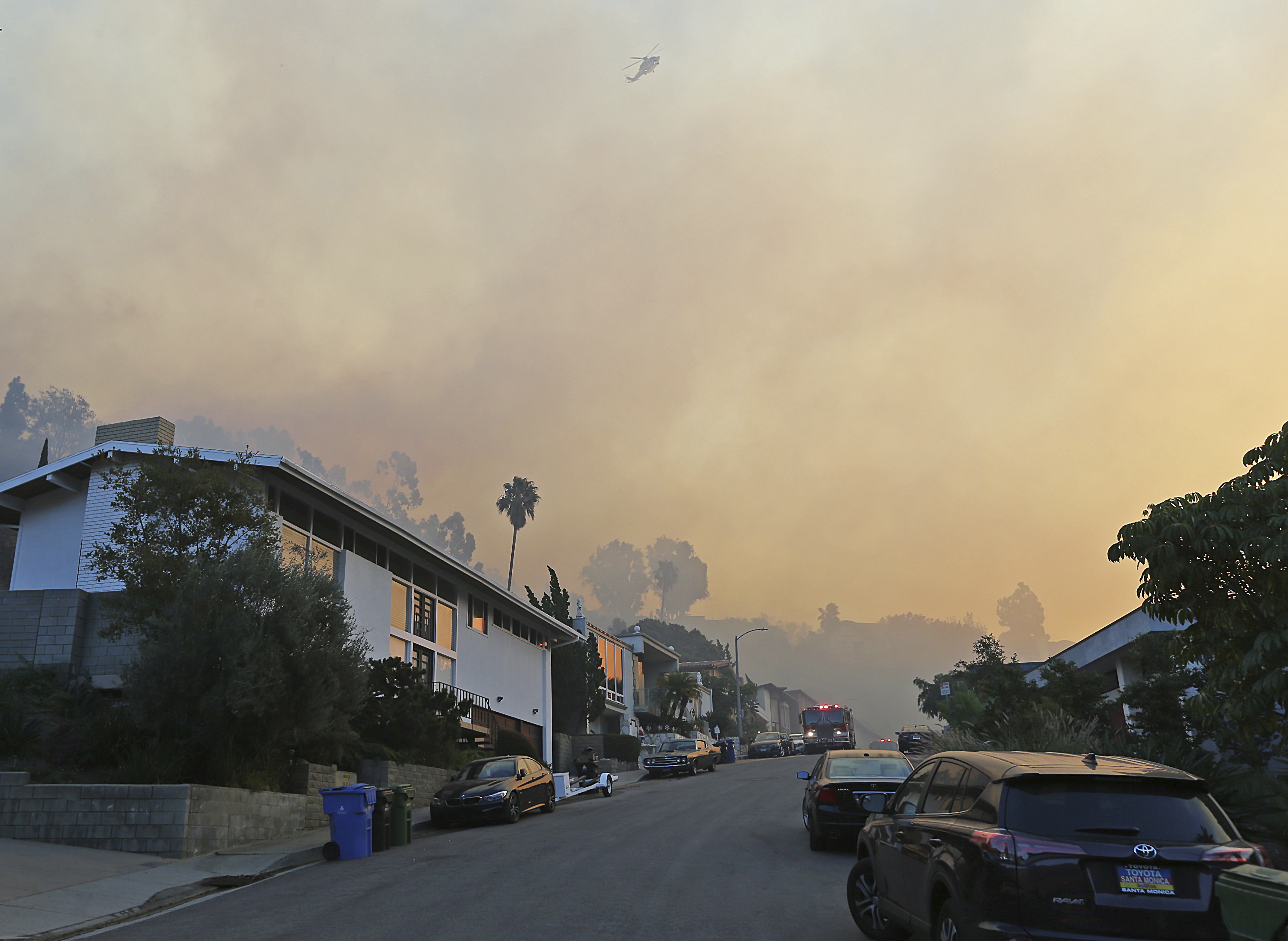 "<div class=""meta image-caption""><div class=""origin-logo origin-image none""><span>none</span></div><span class=""caption-text"">Firefighters station engines on Bel Terrace and a helicopter prepares to make a water drop as the Skirball wildfire threatens the Bel Air district of Los Angeles, Dec. 6, 2017. (Reed Saxon/AP Photo)</span></div>"