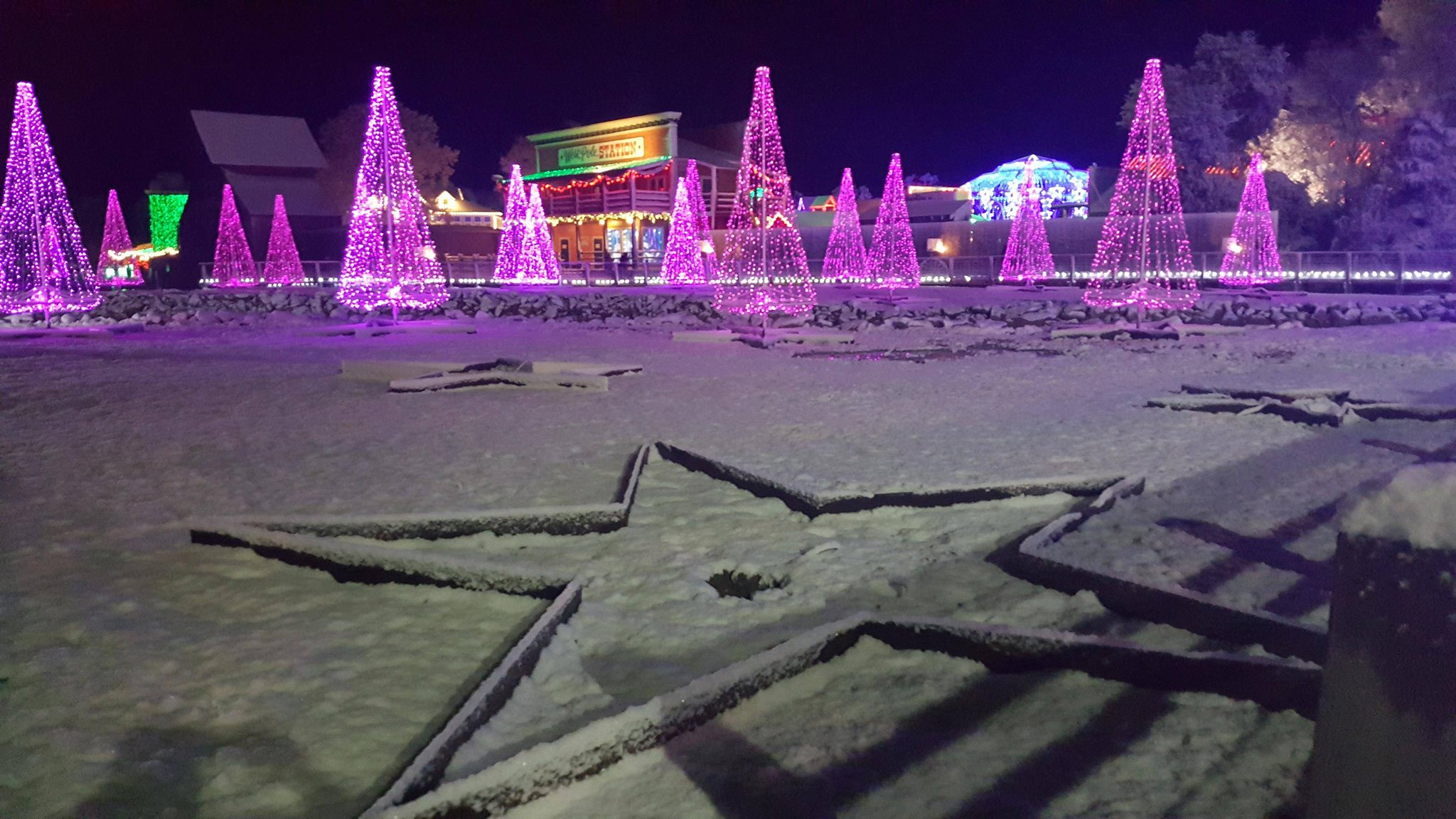 photos snow falling in southeast texas - Christmas Lights College Station