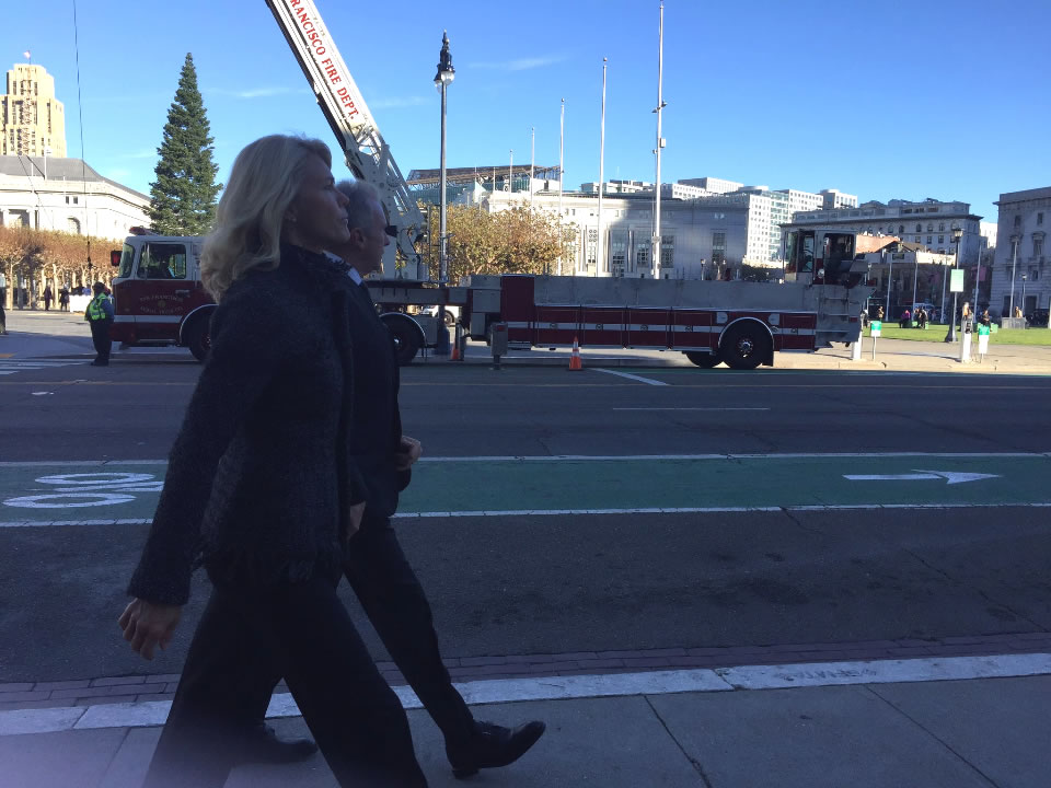 "<div class=""meta image-caption""><div class=""origin-logo origin-image none""><span>none</span></div><span class=""caption-text"">Former San Francisco 49ers star Joe Montana and his wife are seen ahead of Mayor Ed Lee's memorial service on Sunday, Dec. 17, 2017. (Elissa HarringtonKGO-TV)</span></div>"