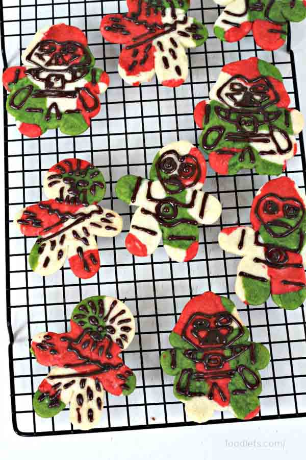 <div class='meta'><div class='origin-logo' data-origin='none'></div><span class='caption-text' data-credit='Credit: Charity Mathews/foodlets'>When the cookies are cool, use a tub of cookie icing to fill in the details, tracing along the lines from the cookie cutters</span></div>