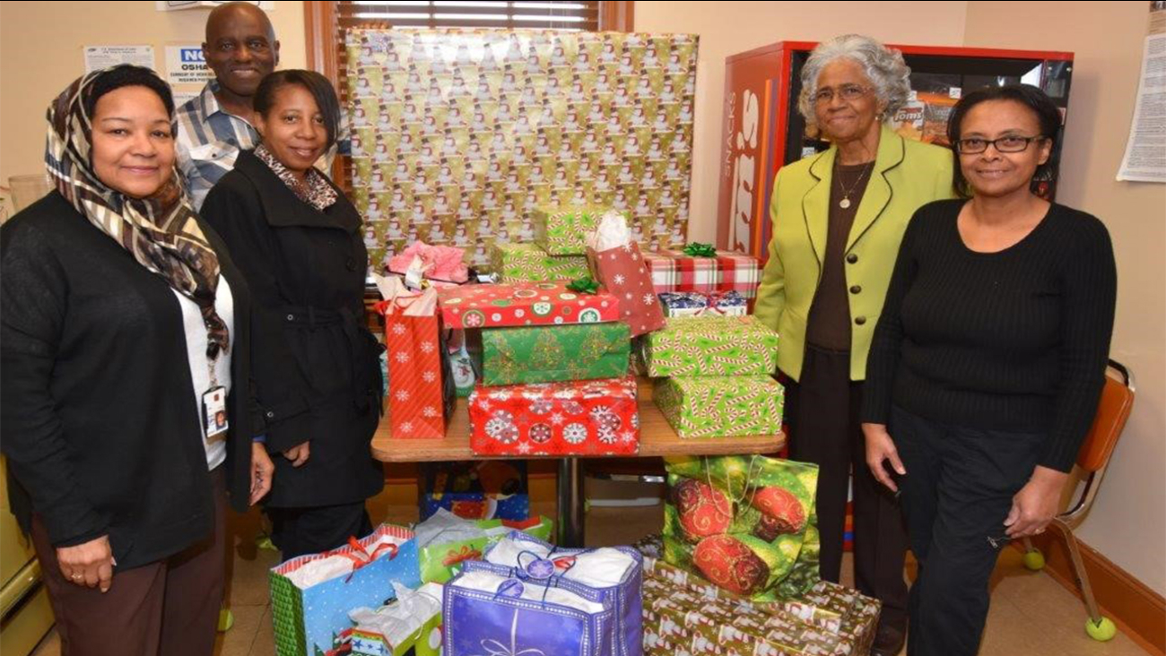 Members of Blacks in Government deliver Christmas gifts to Oxford ...