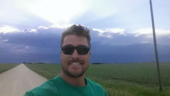 """<div class=""""meta image-caption""""><div class=""""origin-logo origin-image """"><span></span></div><span class=""""caption-text"""">This Iowa farmer will now have his turn to make the calls. (Twitter, Chris Soules)</span></div>"""