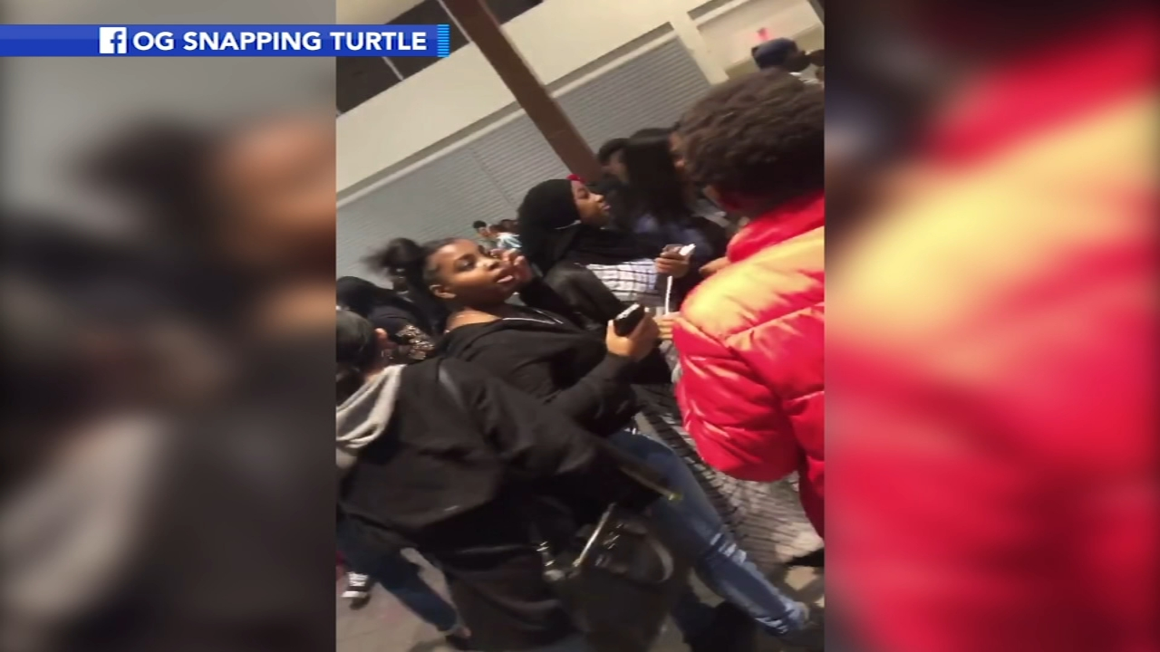 Cherry Hill Mall Chaos With Up To 1 000 Teenagers The Day After Christmas Caught On Camera 5 Arrests Made 6abc Philadelphia