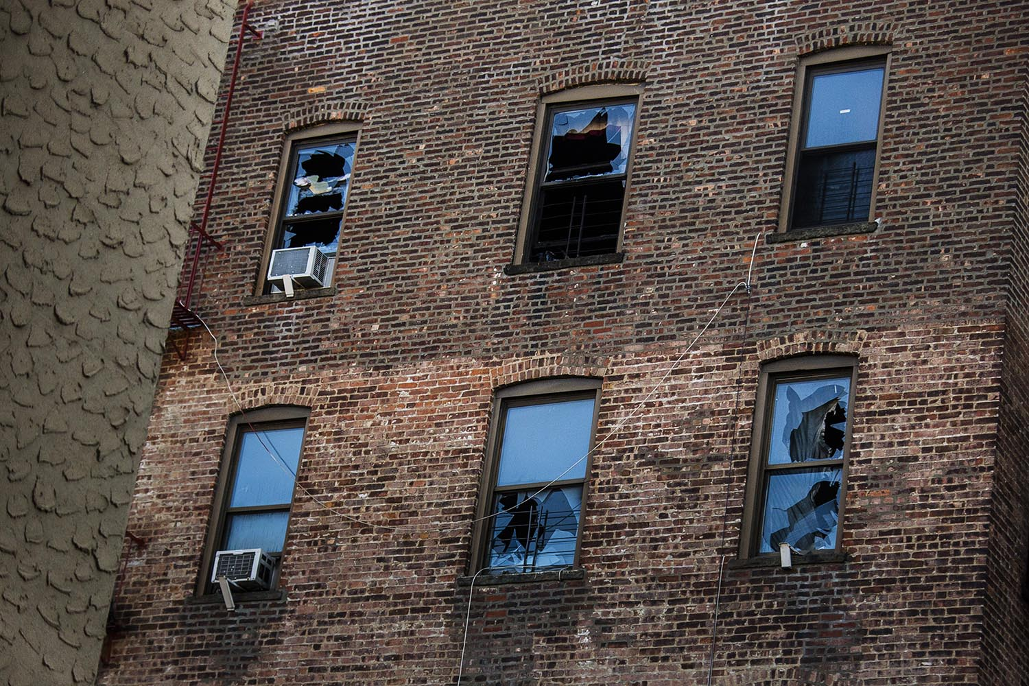 """<div class=""""meta image-caption""""><div class=""""origin-logo origin-image ap""""><span>AP</span></div><span class=""""caption-text"""">This Friday, Dec. 29, 2017, photo shows broken windows on the back of the building where more than 10 people died Thursday in a fire in the Bronx borough of New York. (AP Photo/Andres Kudacki)</span></div>"""